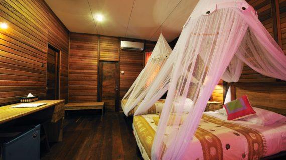Twin Bed Raja Ampat Dive Lodge